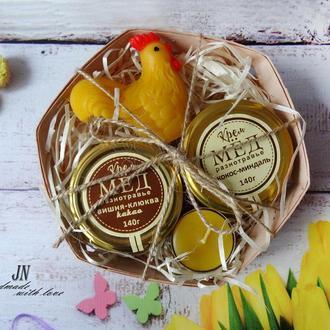 Пасхальный набор с крем-медом в буковой корзинке