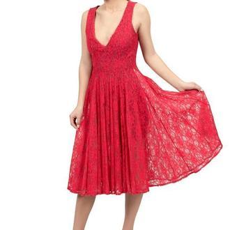 Платье красное кружевное