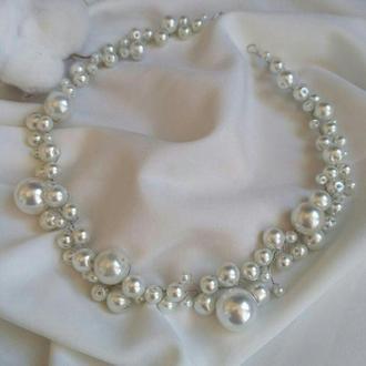 Кришталева гілочка в зачіску з перлинних намистин білого кольору, ободок з намистин на весілля