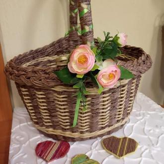 Плетеная корзина пасхальная