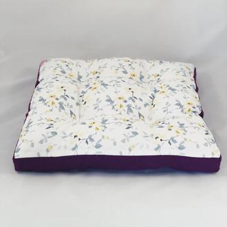 Подушка на стул жёлтые  цветы с фиолетовым однотонном. Мягкое сиденье.
