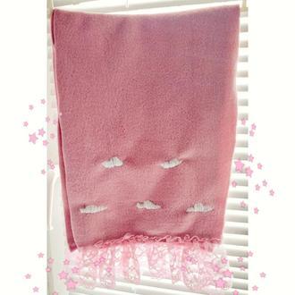 Нежный розовый шарф с облаками