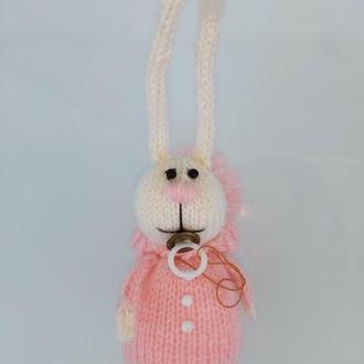 Кролик белый в розовом комбинезоне c соской