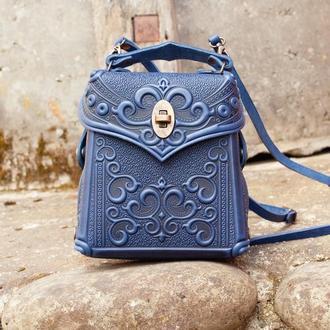 Маленькая сумочка-рюкзак кожаная женская синяя с орнаментом