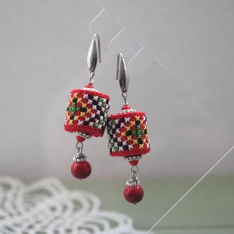 Яркие серьги с вышивкой в этно стиле