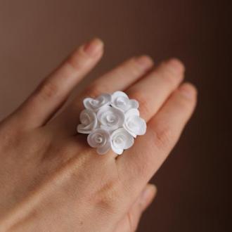 """Кольцо с цветами """"Белые розы"""""""
