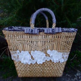 Сумка плетенная из рогоза,с тканевым оформлением в сером цвете