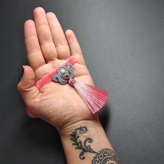 Розовый сутажный чокер с шёлковой кистью