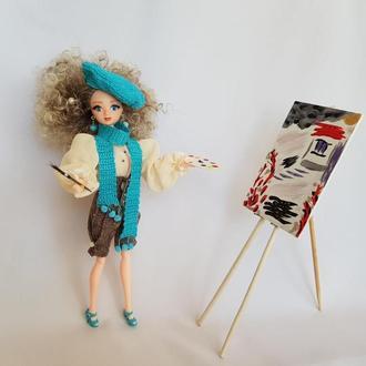 Кукла художница с голубыми глазами в вязанном берете