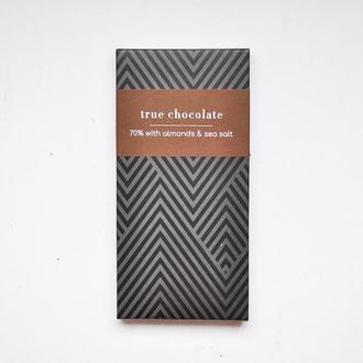 Шоколад з мигдалем і сіллю