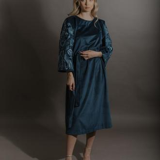 Дизайнерська сукня з машинною вишивкою