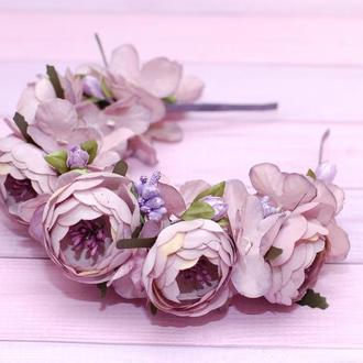 Пышный объемный обруч ободок для волос с цветами в лавандовом цвете