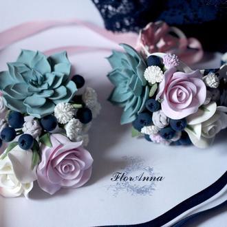 """Свадебный комплект (браслет невесты и бутоньерка для жениха)""""Суккуленты с черникой и розами"""""""