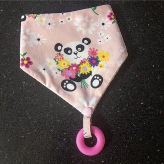 Слюнявчик с грызунком бубликом панда с букетом