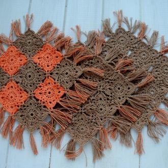 Набор бежево-оранжевых салфеток вязаных крючком