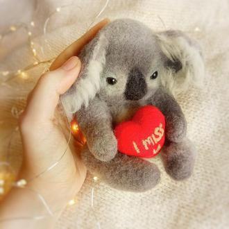 Валяная коала с сердцем