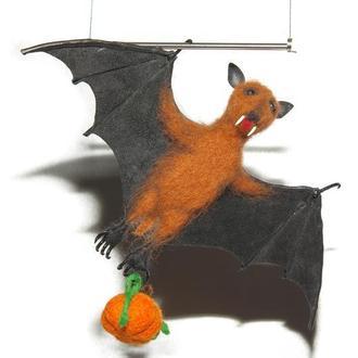 Игрушки валяные из шерсти. Летучая мышь Коленька