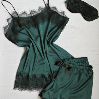 Женская шелковая пижама  изумрудная, комплект шорты и майка с кружевом
