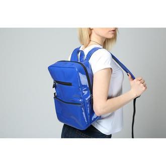 Вместительный женский рюкзак синего цвета
