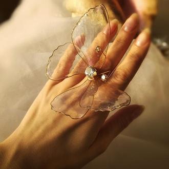 Коктейльное кольцо в виде порхающей бабочки