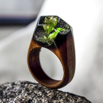 Кольцо из натурального дерева и ювелирной эпоксидной смолы