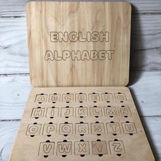 Английский алфавит с гравировкой в упаковке.