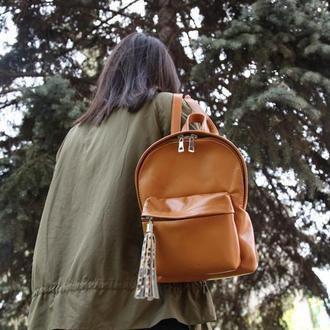 Коричневый кожаный рюкзак с кисточкой