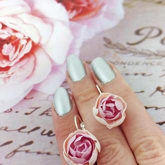 Серьги с цветами пионы