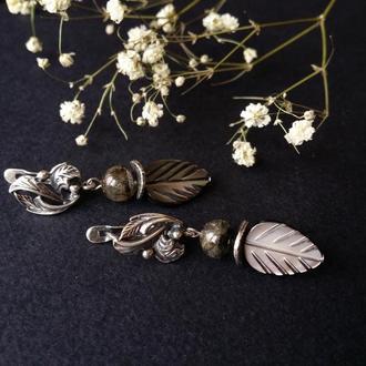 Серые серьги перламутровый листочек с серебром