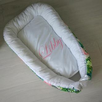 Именное гнездышко для новорожденного с мягким плюшем (кокон, бебинест) Flamingo