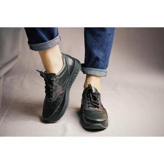 Темные кроссовки с серебряными вставками