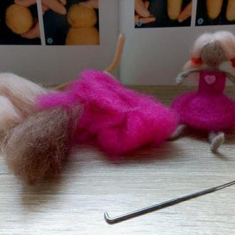 Набор для творчества Кукла из шерсти. Подарок для девочки. Валяная кукла Сухое валяние