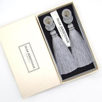 Серьги кисточки серебристо-серого цвета