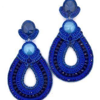 Крупные серьги в форме капли синего цвета