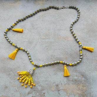Длинная серо- желтая подвеска