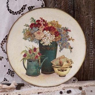 Декоративная тарелка в стиле ретро