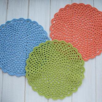 Набор подставок под горячее / набор разноцветных салфеток вязаных крючком