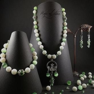 Комплект украшений из агата,шпинели,кош.глаз и серебро 925 пр.