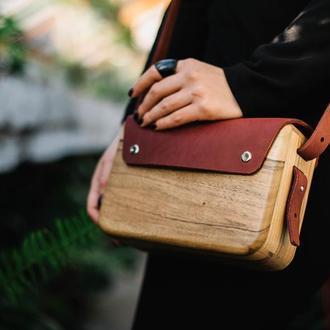 Жіноча дерев'яна сумочка