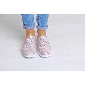 Розовые кроссовки из натуральной кожи в цветочек
