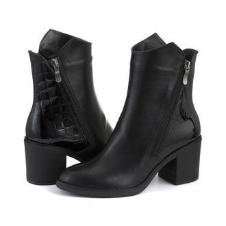 Кожаные женские ботинки черного цвета