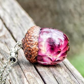 Кулон - жёлудь, кулон из эпоксидной смолы с гелихризумом, с сухим цветком, в смоле,  жёлудь, подарок