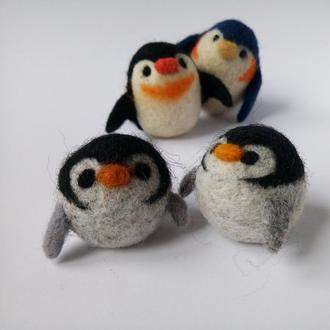Семья пингвинов. валяная игрушка. Игрушка из шерсти. Эко-игрушка.