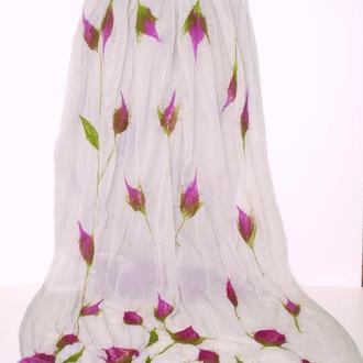 Легкий шелковый шарф/палантин с лиловыми розами.