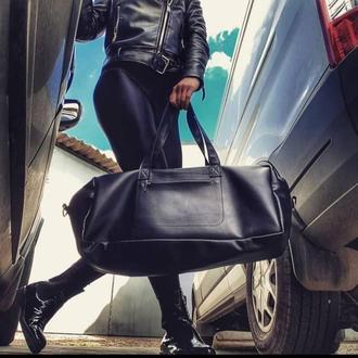 Черная дорожная кожаная сумка