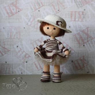 Куколка в шляпке Кукла в коричневом наряде Интерьерная игрушка Амигуруми