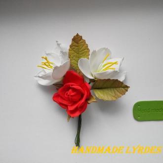 """Брошь - бутоньерка """"Фрезии с розой"""""""