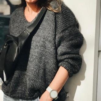 Серый женский свитер