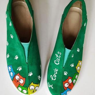 Замшевые туфли с росписью Цветные коты.