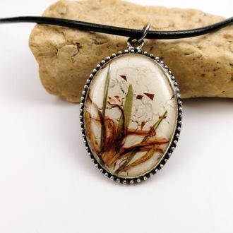 Кулон  - абстрактная миниатюра  из сухих цветов и растений в ювелирной смоле.